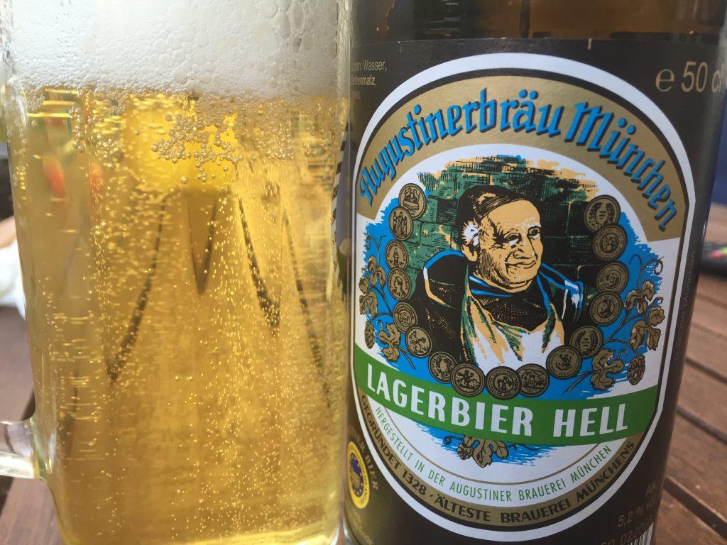 Augustinerbräu München Lagerbier Hell aus der Flasche